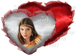 Подушка в виде сердца (примерный размер 40х35 см