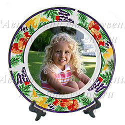 Тарелка, каемка с рисунком ягоды